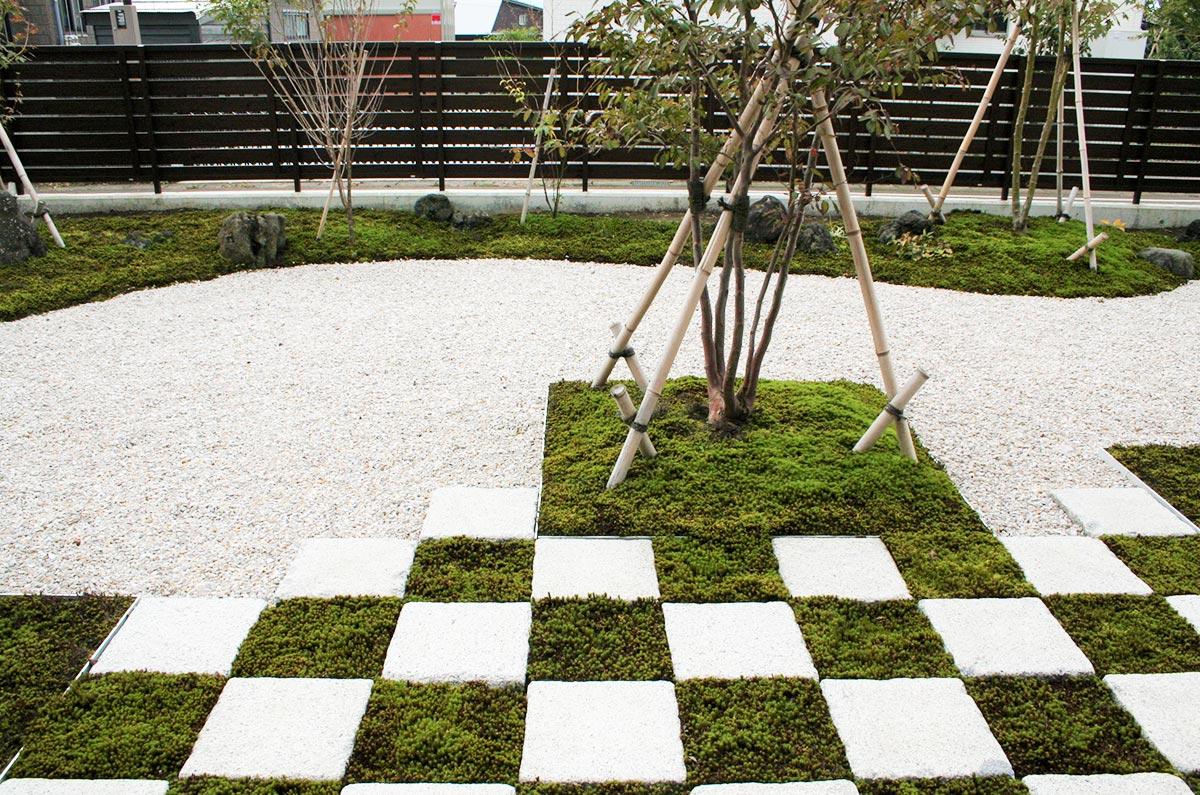 市松模様の庭